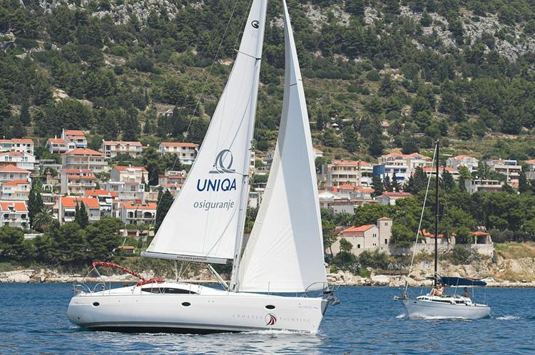 This 43.0' Elan Marine cand take up to 10 passengers around Split region