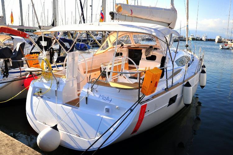 Jump aboard this beautiful Elan Marine Elan 444 Impression