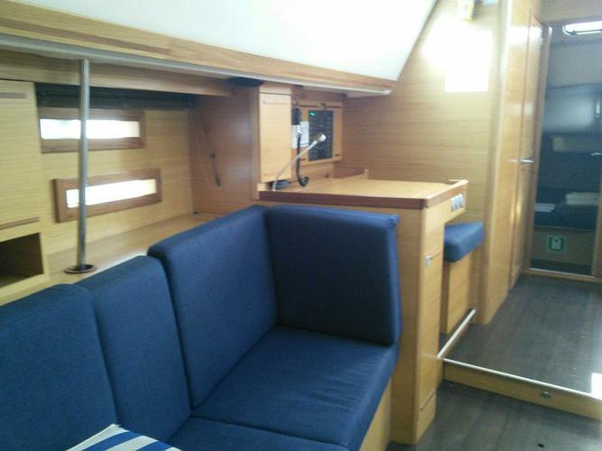 This 45.0' Elan Marine cand take up to 10 passengers around Cyclades