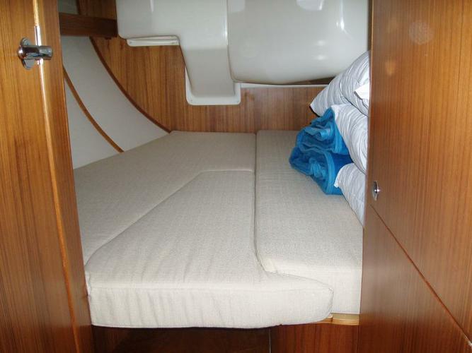 This 52.0' Elan Marine cand take up to 10 passengers around Saronic Gulf