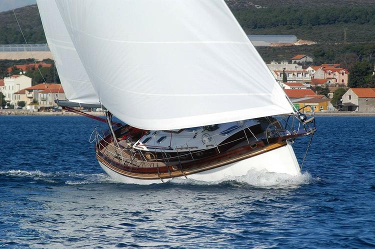 Discover Kvarner surroundings on this Enavigo Cutter Enavigo boat