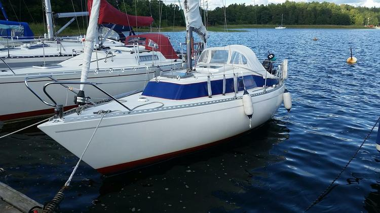 Jump aboard this beautiful Glasfiberbat Bellona 23