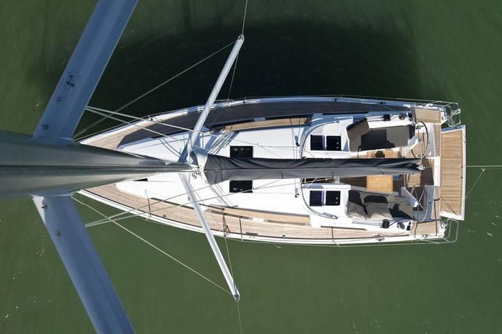 This 34.0' Hanse Yachts cand take up to 8 passengers around Dubrovnik region