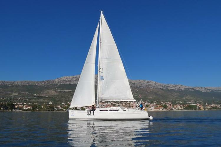 Discover Split region surroundings on this Hanse 370 Hanse Yachts boat