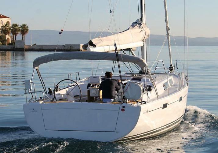 Discover Zadar region surroundings on this Hanse 415 Hanse Yachts boat