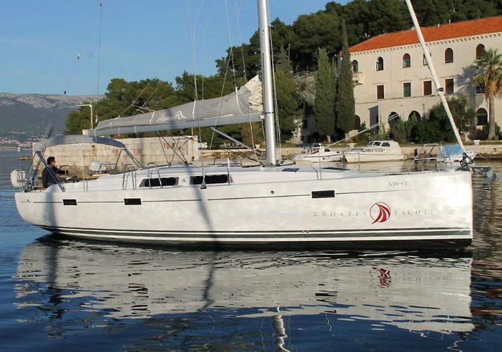 This 40.0' Hanse Yachts cand take up to 8 passengers around Zadar region