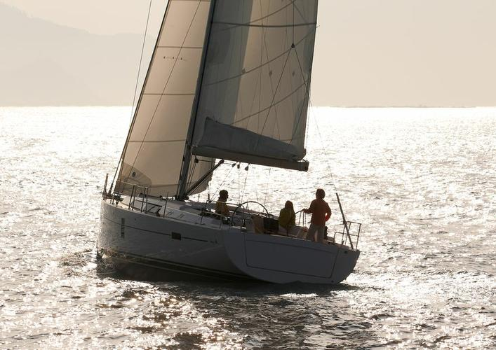 This 44.0' Hanse Yachts cand take up to 10 passengers around Dubrovnik region