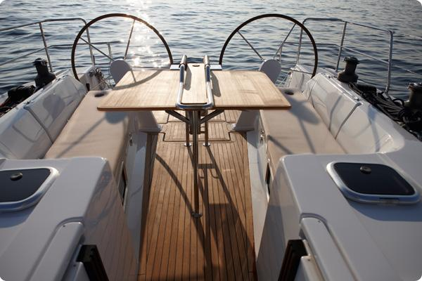 This 44.0' Hanse Yachts cand take up to 10 passengers around Šibenik region