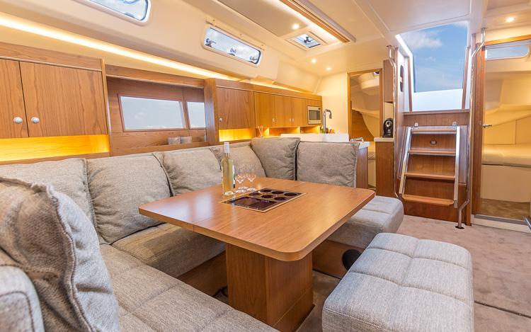 This 45.0' Hanse Yachts cand take up to 10 passengers around Dubrovnik region
