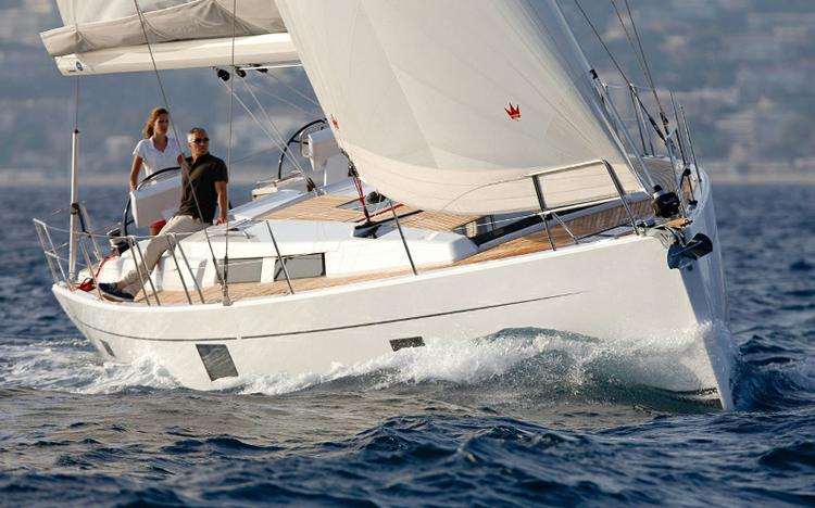 Take this Hanse Yachts Hanse 455 for a spin !