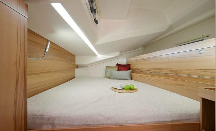 Discover Split region surroundings on this Hanse 495 Hanse Yachts boat