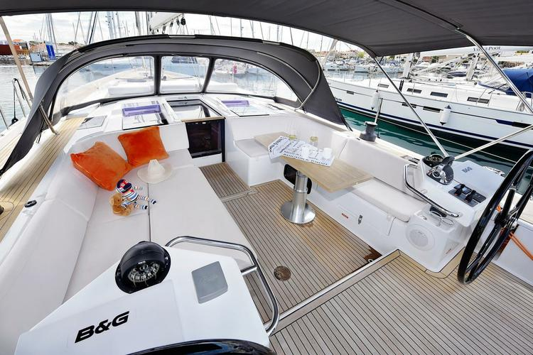 Up to 8 persons can enjoy a ride on this Hanse Yachts boat