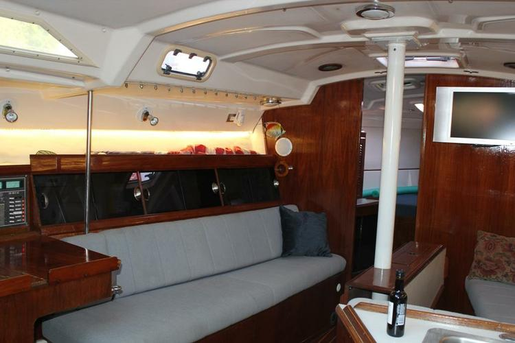 Discover Stamford surroundings on this Legend Hunter boat