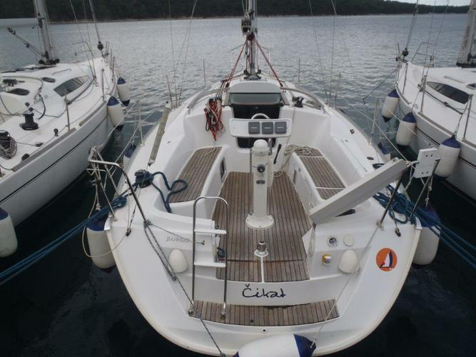 Sail the waters of Kvarner on this comfortable Jeanneau