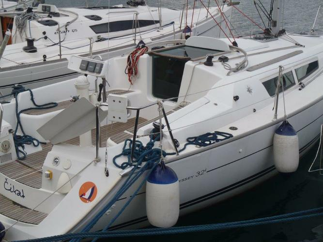 This 31.0' Jeanneau cand take up to 6 passengers around Kvarner
