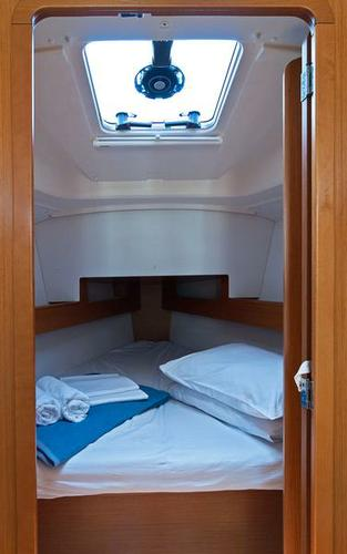 Discover Split region surroundings on this Sun Odyssey 33i Jeanneau boat