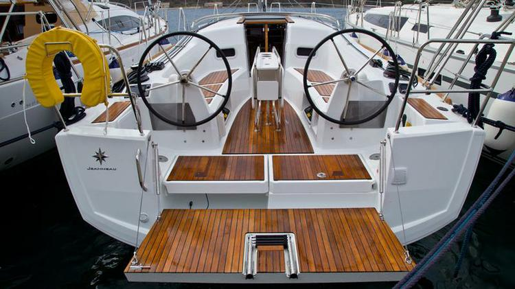 Take this Jeanneau Sun Odyssey 349 for a spin !