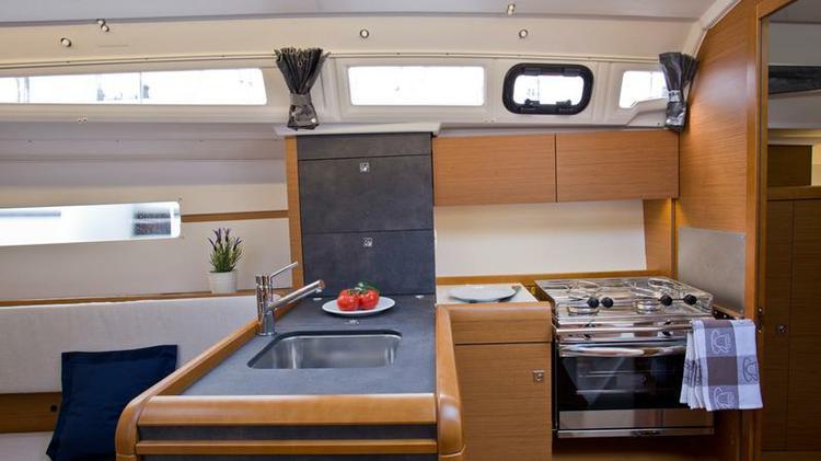 Boat for rent Jeanneau 33.0 feet in Marina Mali Losinj, Croatia