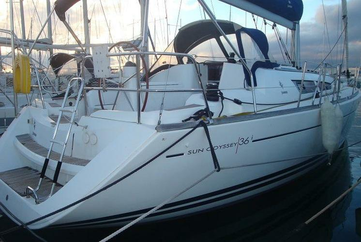 This 35.0' Jeanneau cand take up to 8 passengers around Aegean