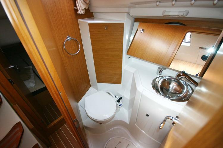 Boat for rent Jeanneau 35.0 feet in Balearic Islands, Spain