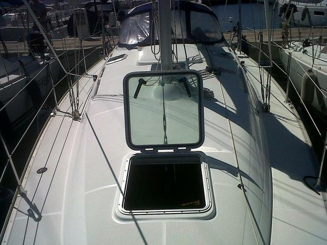 Discover Sardinia surroundings on this Sun Odyssey 35 Jeanneau boat