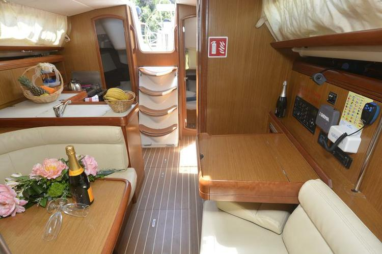Discover Dubrovnik region surroundings on this Sun Odyssey 36i Jeanneau boat