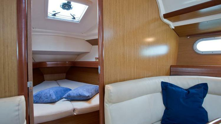 Discover Split region surroundings on this Sun Odyssey 36i Jeanneau boat