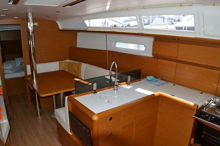 Discover Zadar region surroundings on this Sun Odyssey 379 Jeanneau boat