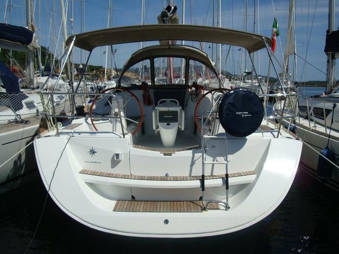Discover Sardinia surroundings on this Sun Odyssey 42i Jeanneau boat