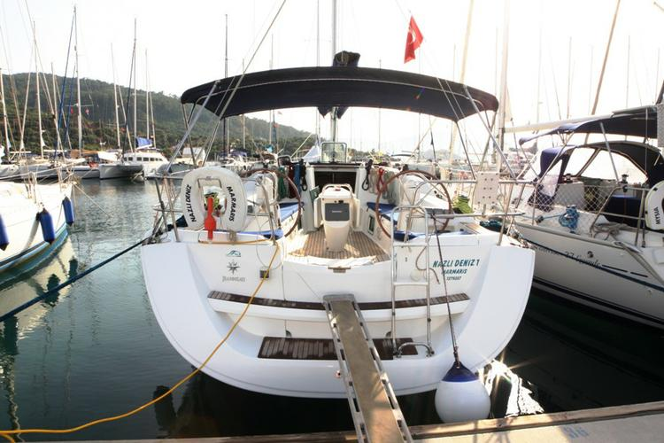 Discover Aegean surroundings on this Sun Odyssey 42i Jeanneau boat