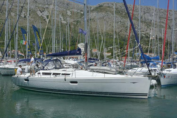 Jeanneau boat for rent in Dubrovnik region