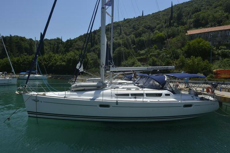 Discover Istra surroundings on this Sun Odyssey 42i Jeanneau boat