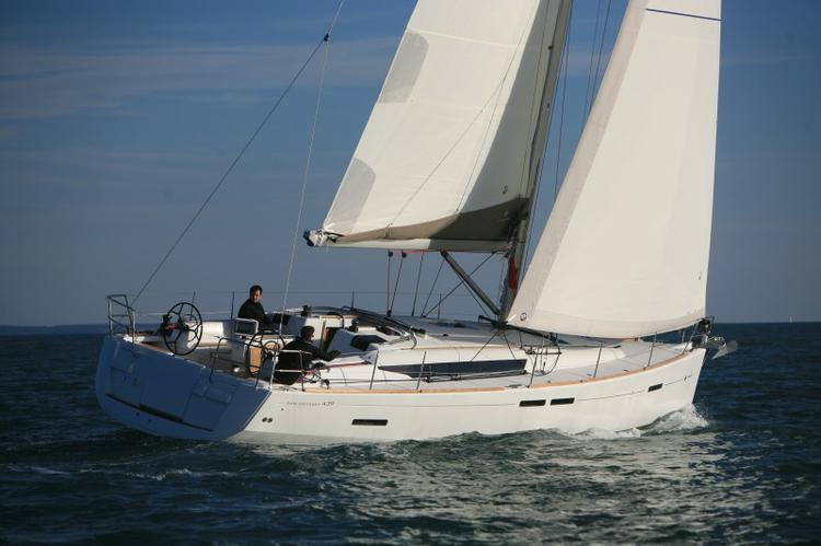 Jump aboard this beautiful Jeanneau Sun Odyssey 439 Performance
