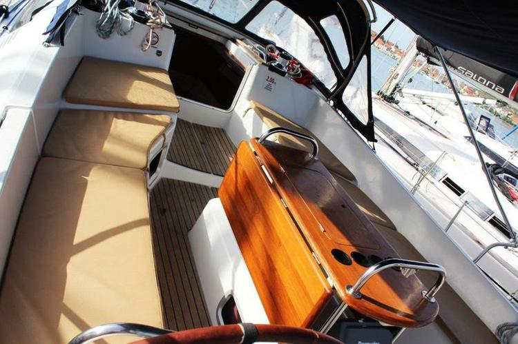 Discover Šibenik region surroundings on this Sun Odyssey 45 DS Jeanneau boat