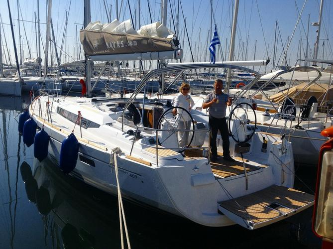 This 46.0' Jeanneau cand take up to 8 passengers around Ionian Islands