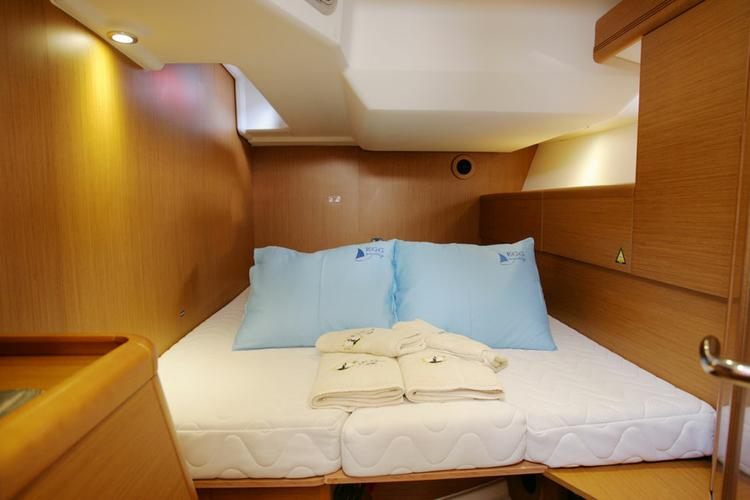 Discover Aegean surroundings on this Sun Odyssey 50 DS Jeanneau boat