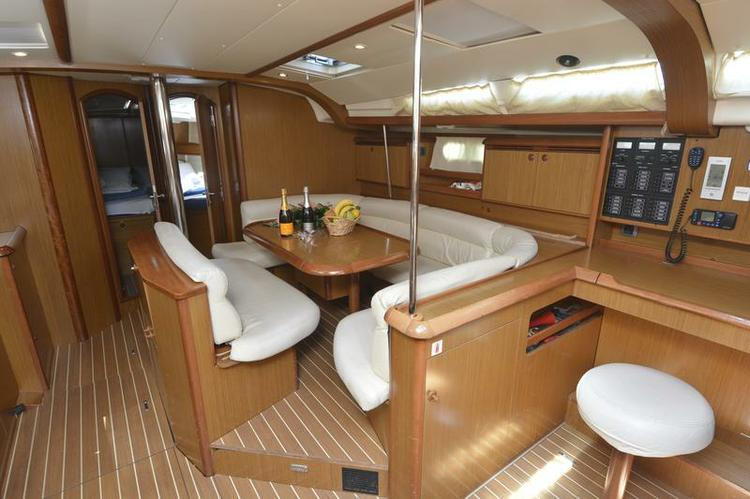 This 49.0' Jeanneau cand take up to 10 passengers around Split region