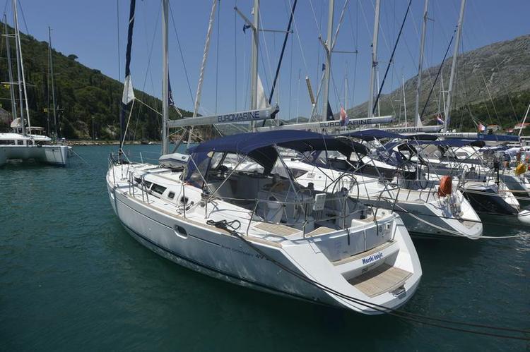 Boating is fun with a Jeanneau in Split region