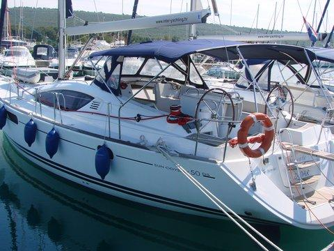 Discover Zadar region surroundings on this Sun Odyssey 50 DS Jeanneau boat
