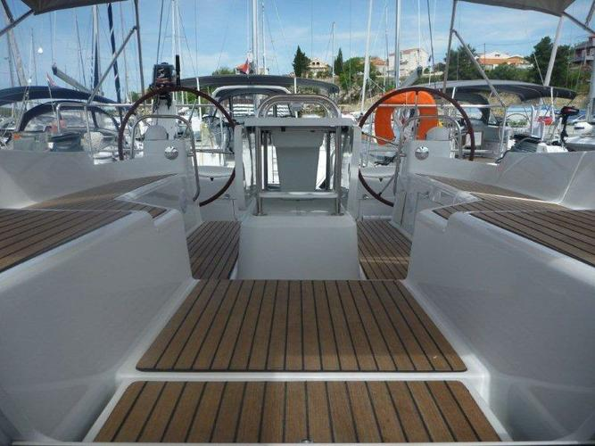 This 52.0' Jeanneau cand take up to 11 passengers around Šibenik region