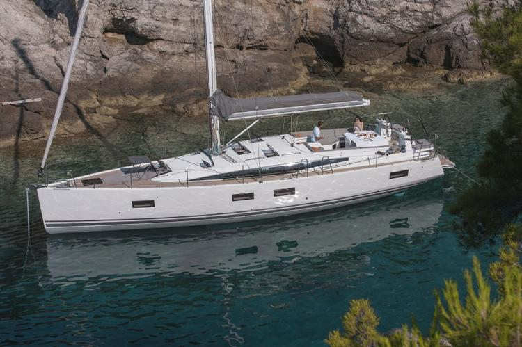 Jump aboard this beautiful Jeanneau Jeanneau 54