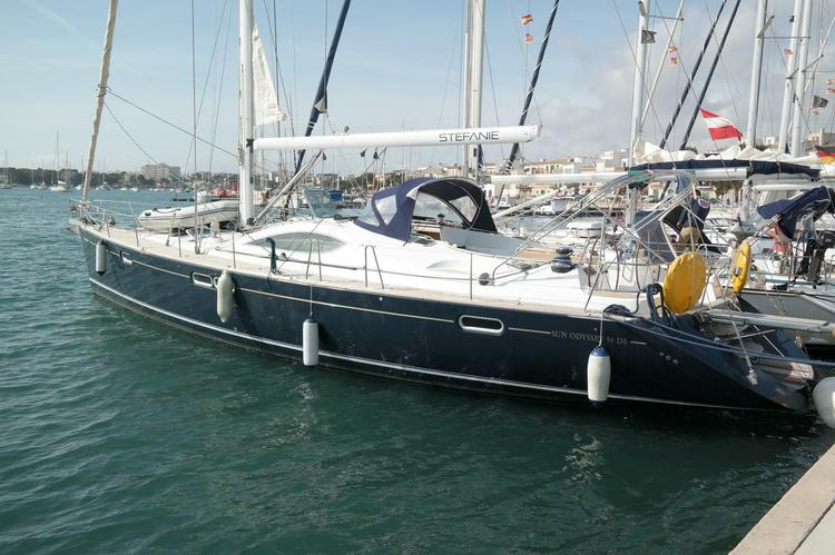 Unique experience on this beautiful Jeanneau Sun Odyssey 54 DS