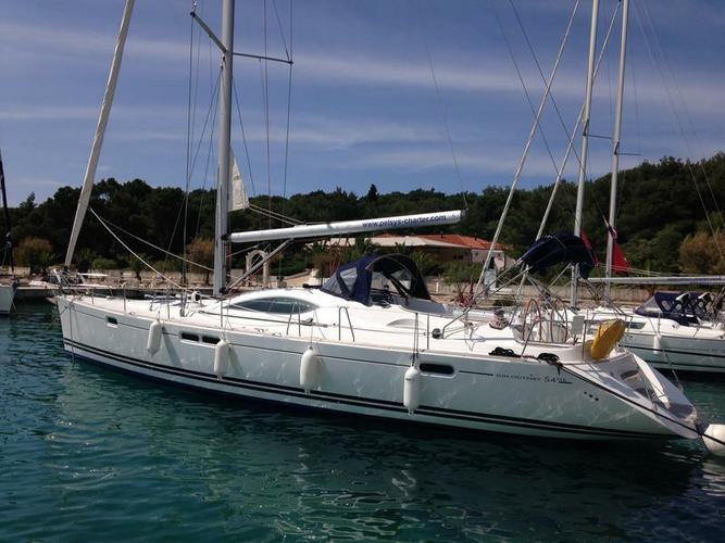 This 54.0' Jeanneau cand take up to 10 passengers around Šibenik region