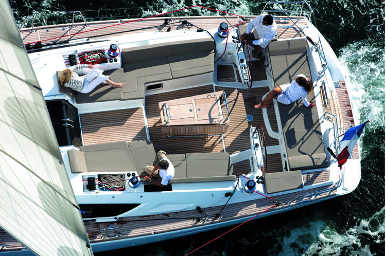 Discover Palma surroundings on this 57 Jeanneau boat