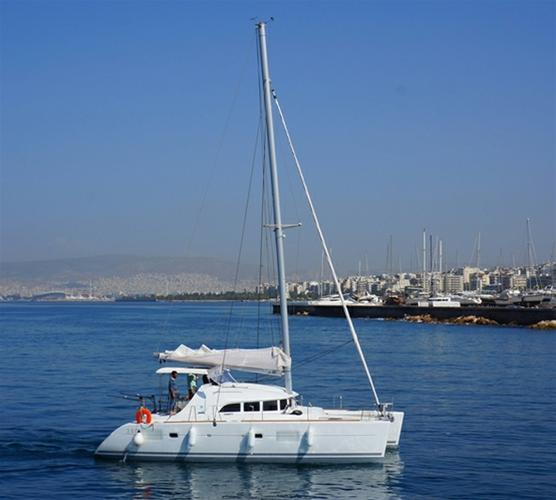 Discover Saronic Gulf surroundings on this Lagoon 380 S2 Lagoon-Bénéteau boat