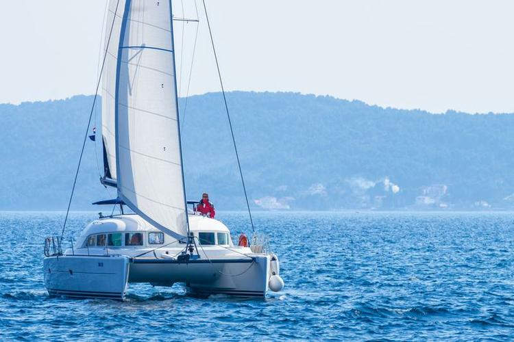 Sail the waters of Zadar region on this comfortable Lagoon-Béné