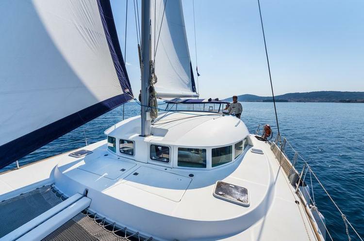 This 37.0' Lagoon-Bénéteau cand take up to 10 passengers around Zadar region