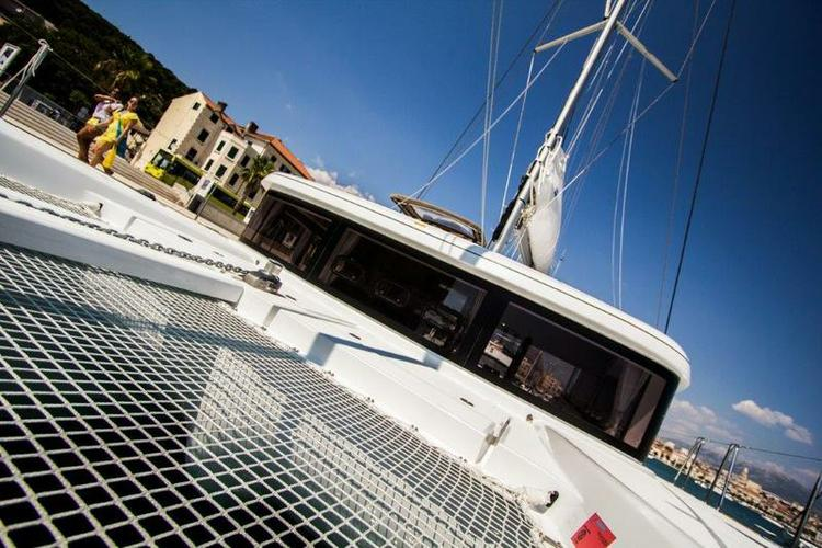 Discover Split region surroundings on this Lagoon 39 Lagoon-Bénéteau boat