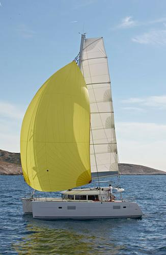 This 39.0' Lagoon-Bénéteau cand take up to 10 passengers around Aegean