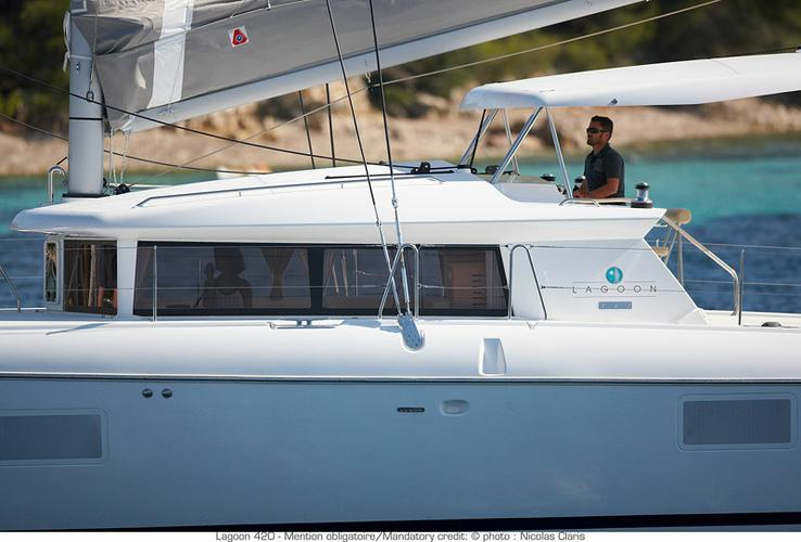 This 41.0' Lagoon-Bénéteau cand take up to 10 passengers around Aegean